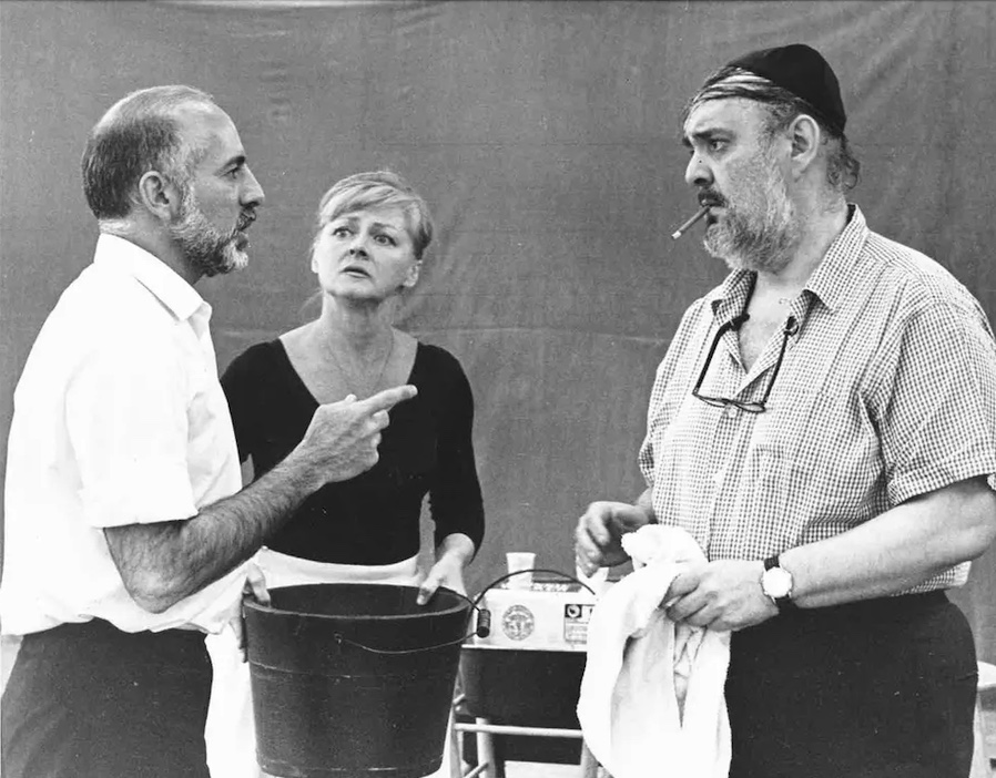 Jeromes Robbins gives direction to Zero Mostel